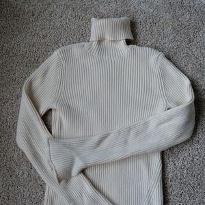🍒Zara Cream Turtleneck Sweater